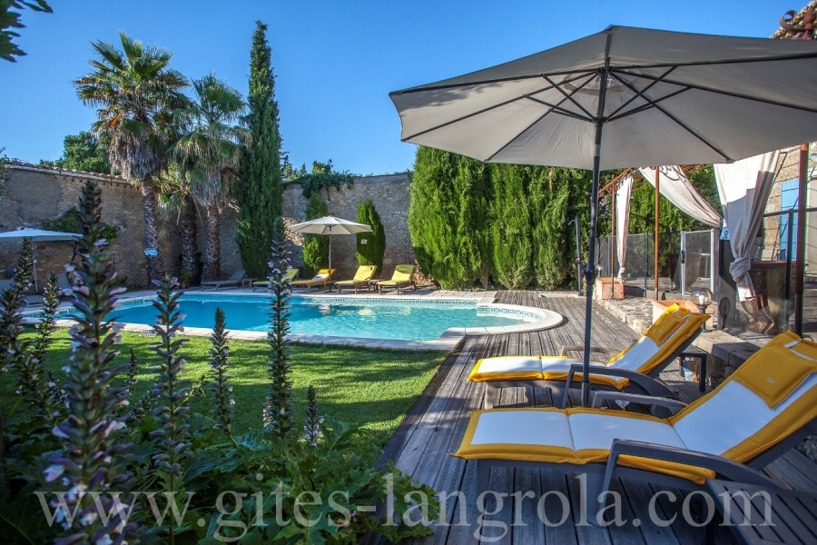 House in a property with pool large garden, within 3 km of the beach, by car or by bike