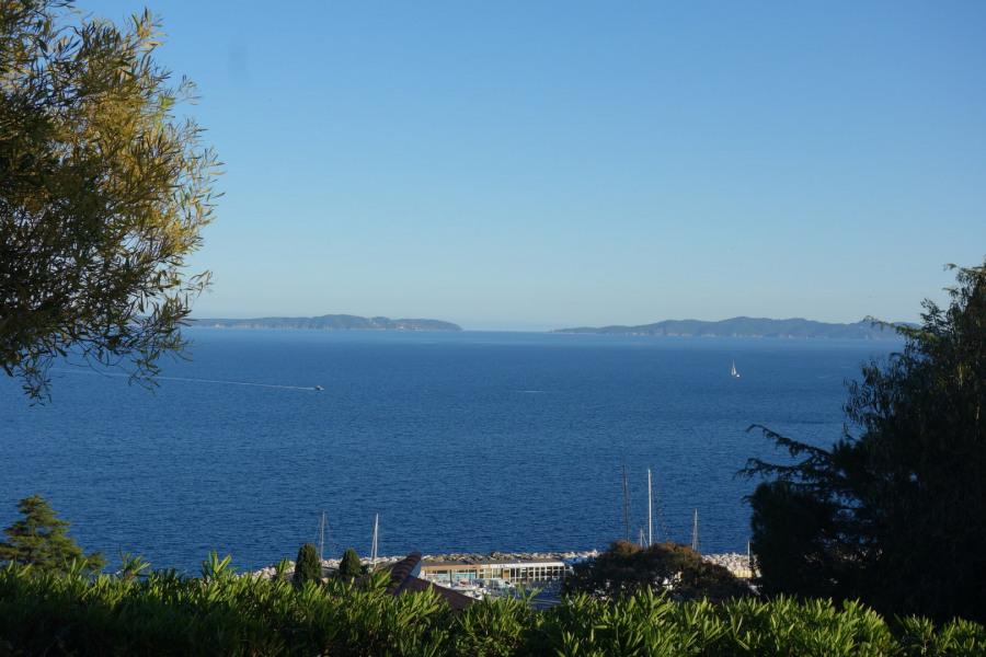 La vue sur la baie du Lavandou à partir de la terrasse