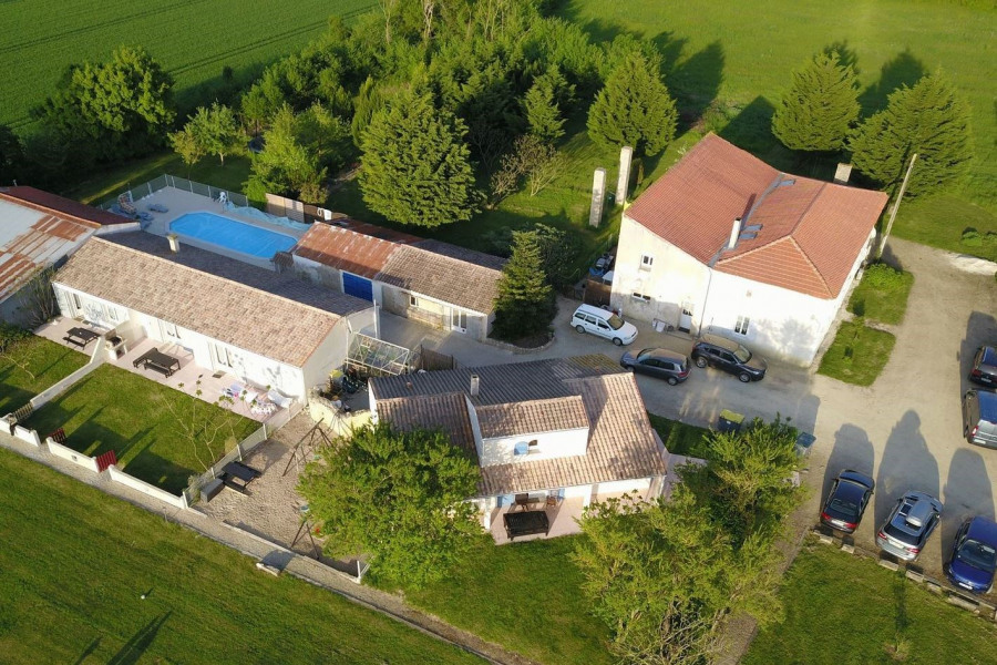Lodgings with heated swimming pool - Angliers