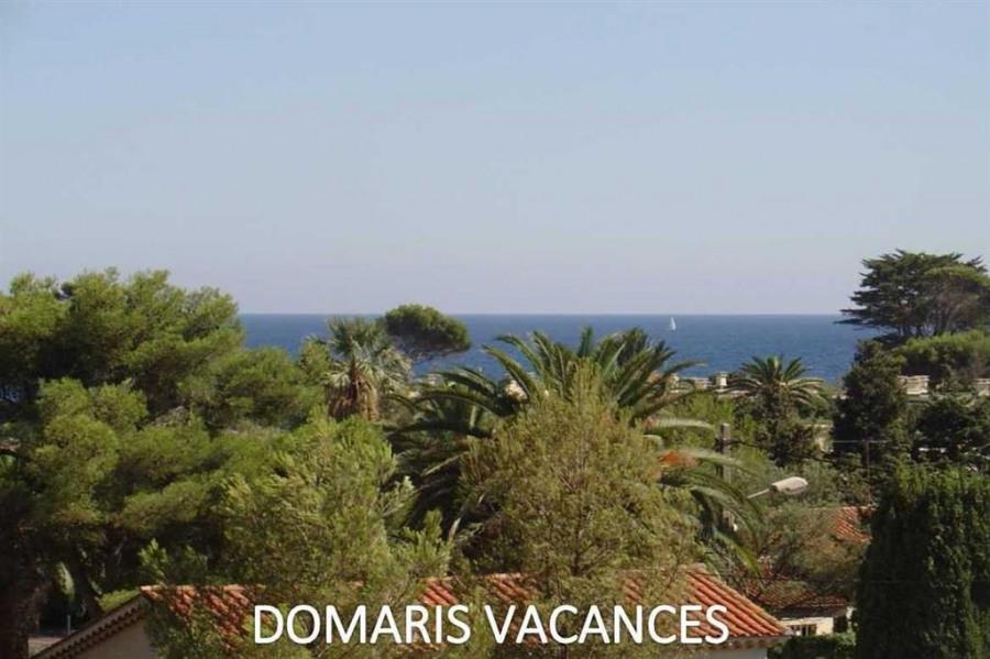 Appartement ** 2 chambres, 5 couchages, terrasse au calme, proche mer et commerces