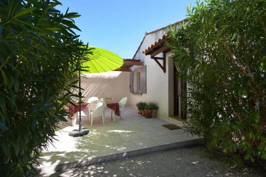 Location vacances Eyragues -  Gite - 2 personnes - Jardin - Photo N° 1