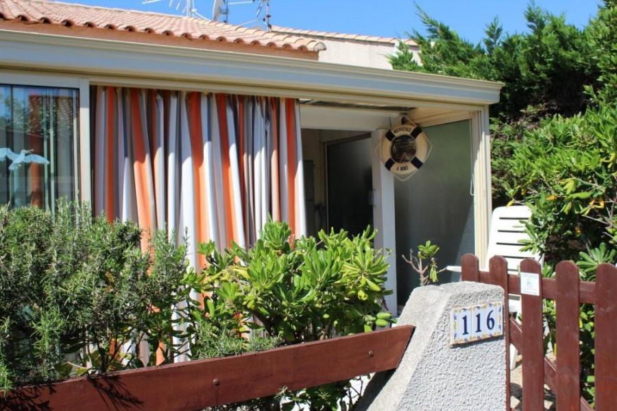 Pavillon 2 pièces mezzanine 32 m² environ pour 6 personnes, résidence située en bord de lagune av...