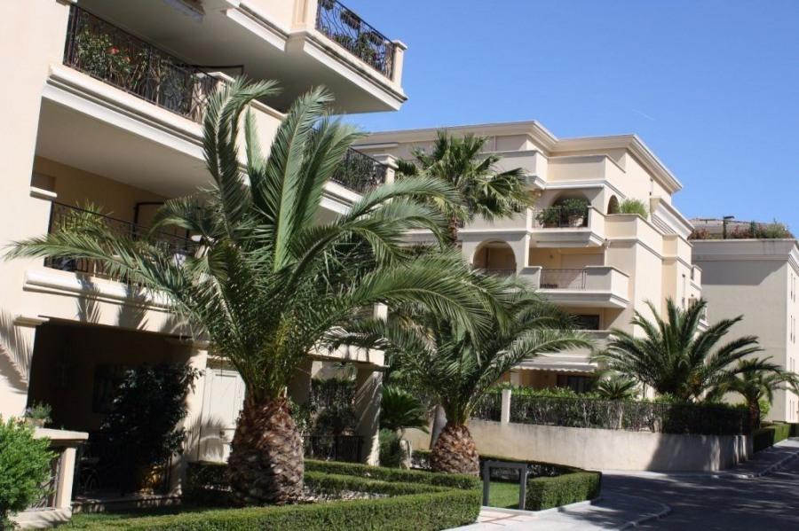 Location vacances Hyères -  Appartement - 4 personnes - Salon de jardin - Photo N° 1