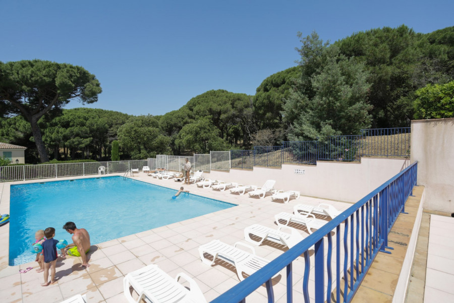 Location vacances Sainte-Maxime -  Appartement - 4 personnes - Chaise longue - Photo N° 1