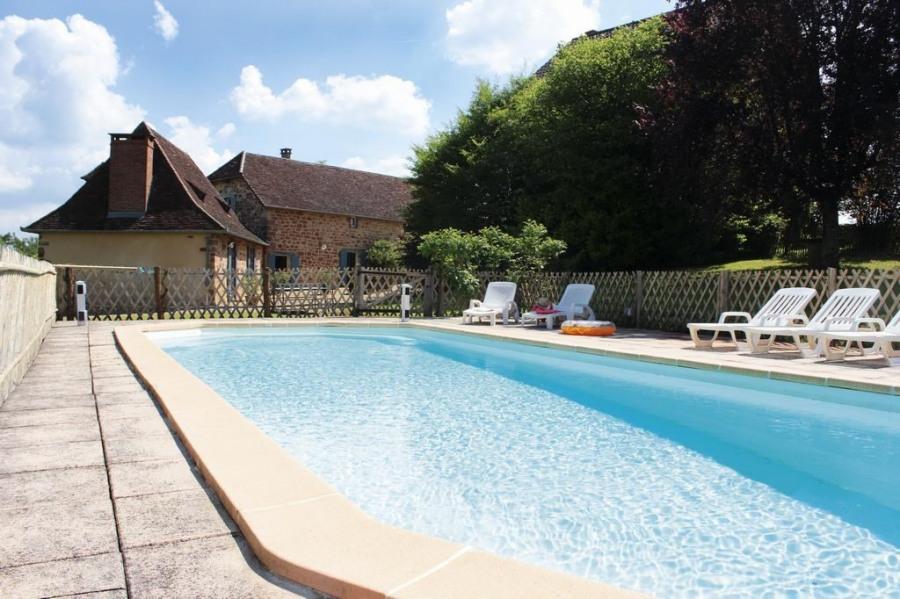 pour 9 pers. avec piscine privée, Hautefort