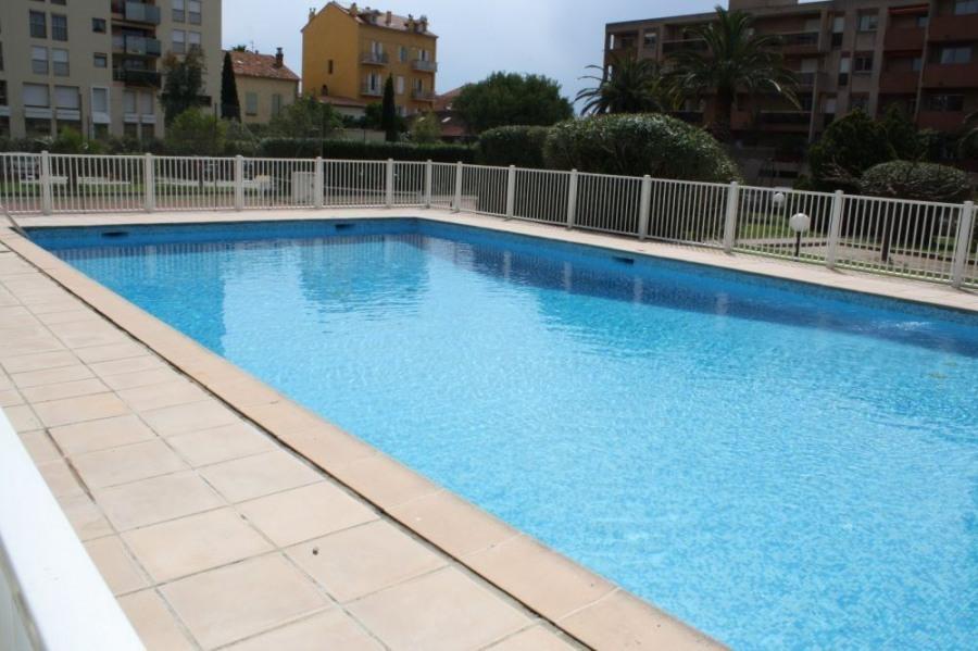 Location vacances Hyères -  Appartement - 5 personnes - Court de tennis - Photo N° 1
