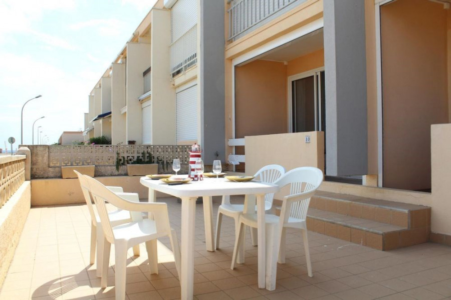 Appartement 3 pièces de 54 m² environ pour 6 personnes située en front de mer et à 350 m du centre de la station, dan...