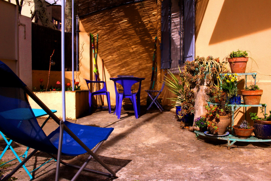 La Maison de l'Artiste - petite maison avec cour à 5 min à pied des remparts