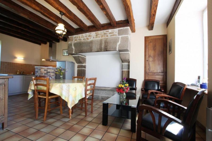 Gîtes de France - Ancien presbytère réaménagé en deux gîtes mitoyens.