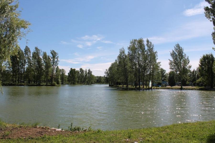 Camping Le Plan d'Eau Saint Charles, 35 emplacements, 47 locatifs