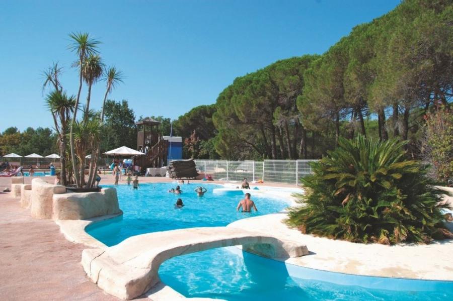 Bungalow Supérieur 4-6 personnes - Le camping se situe entre les Maures et L'Esterel, à proximité de la mer, situé au...