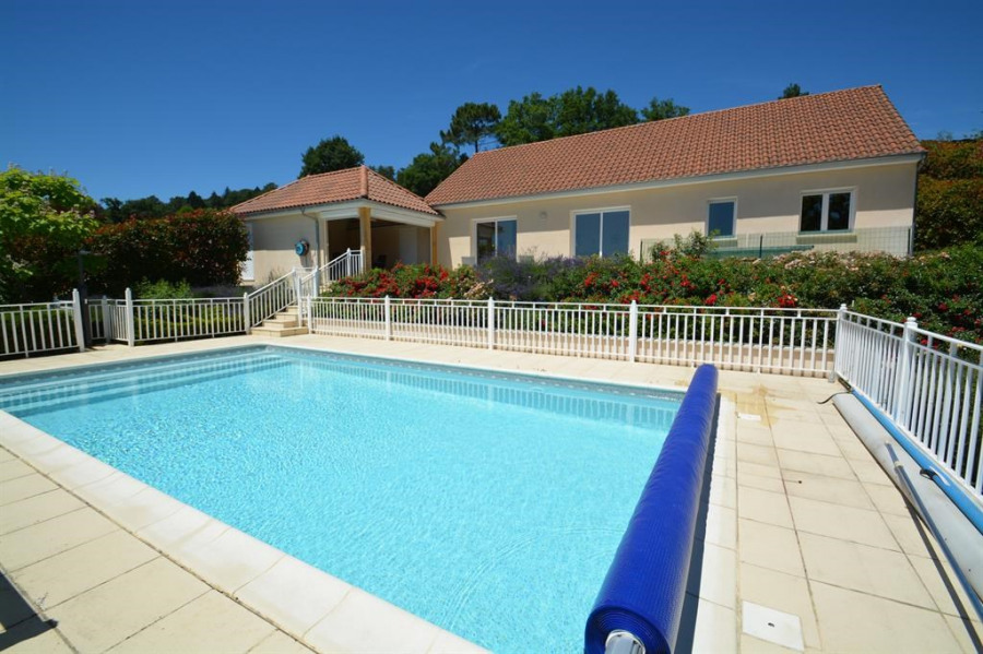 Luxueuse villa  pour 6 personnes avec piscine privée chauffée située au calme et  vue magnifique
