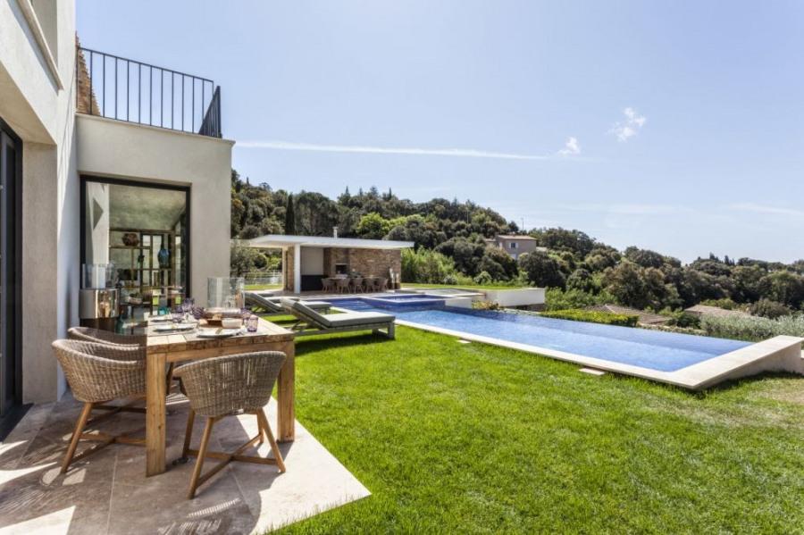 squarebreak, Splendide villa contemporaine avec piscine et vue