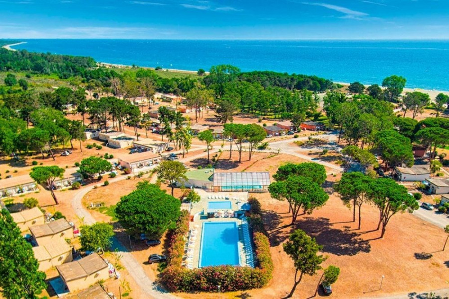 Location vacances Castellare-di-Casinca -  Insolite - 20 personnes - Court de tennis - Photo N° 1