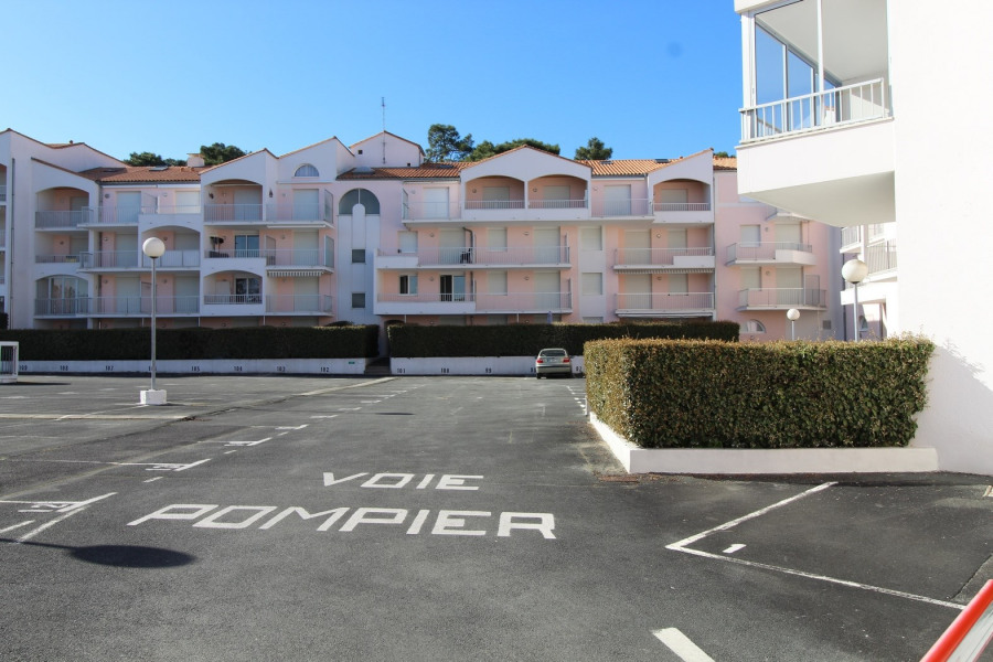 Location vacances Saint-Palais-sur-Mer -  Appartement - 4 personnes - Salon de jardin - Photo N° 1