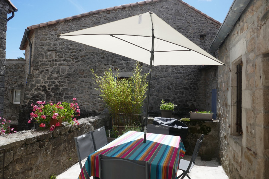 Location vacances Chassiers -  Maison - 4 personnes - Barbecue - Photo N° 1