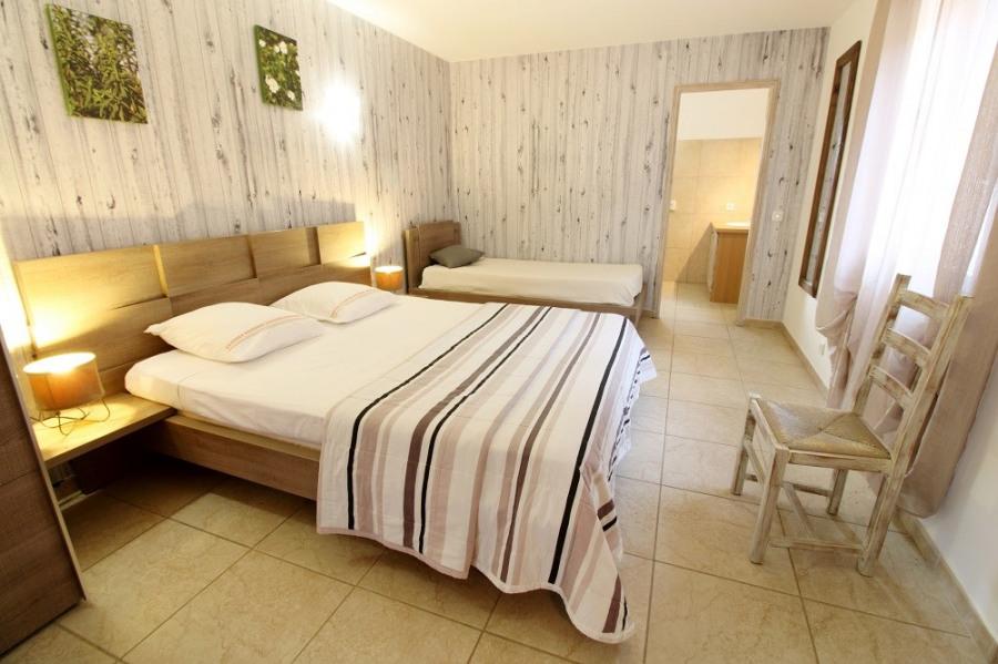 Location vacances Porto-Vecchio -  Chambre d'hôtes - 3 personnes - Salon de jardin - Photo N° 1