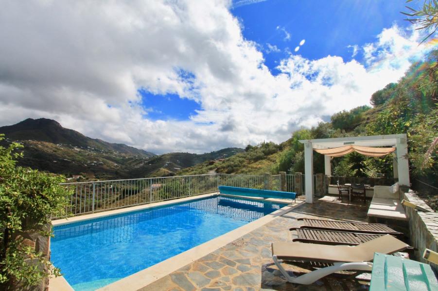 Avec piscine privée et vue panoramique située près du village authentique de Frigiliana et de Torrox