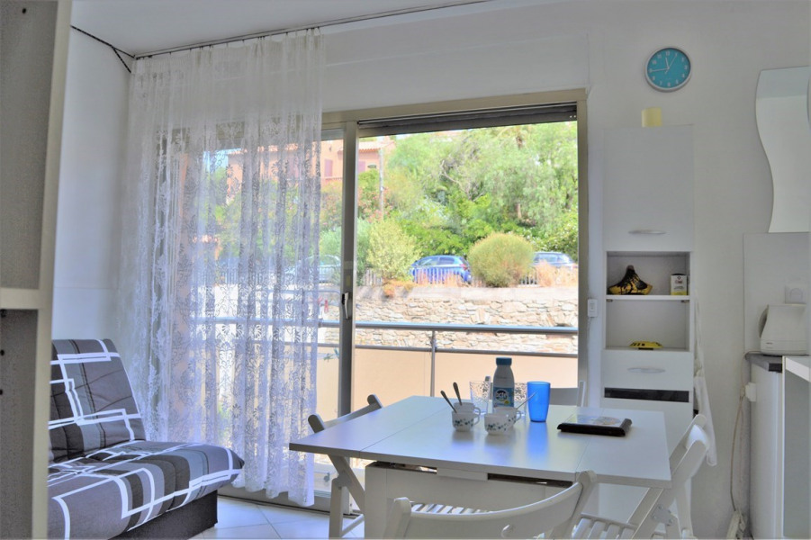 Appartement Studio alcôve 3 couchages LE LAVANDOU