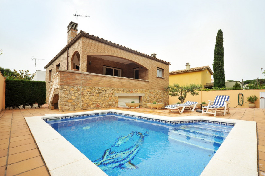 Maison avec piscine privée et jardin