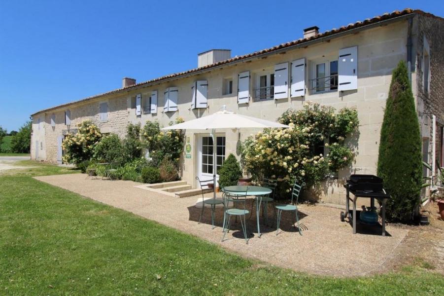 Location vacances Les Essards -  Gite - 6 personnes - Jardin - Photo N° 1
