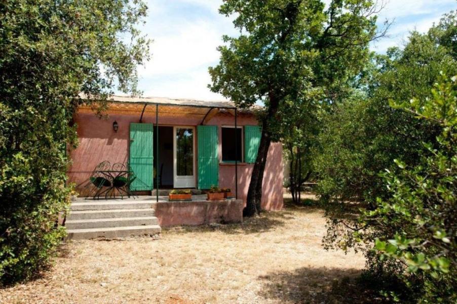 Petite maison provençale à la campagne