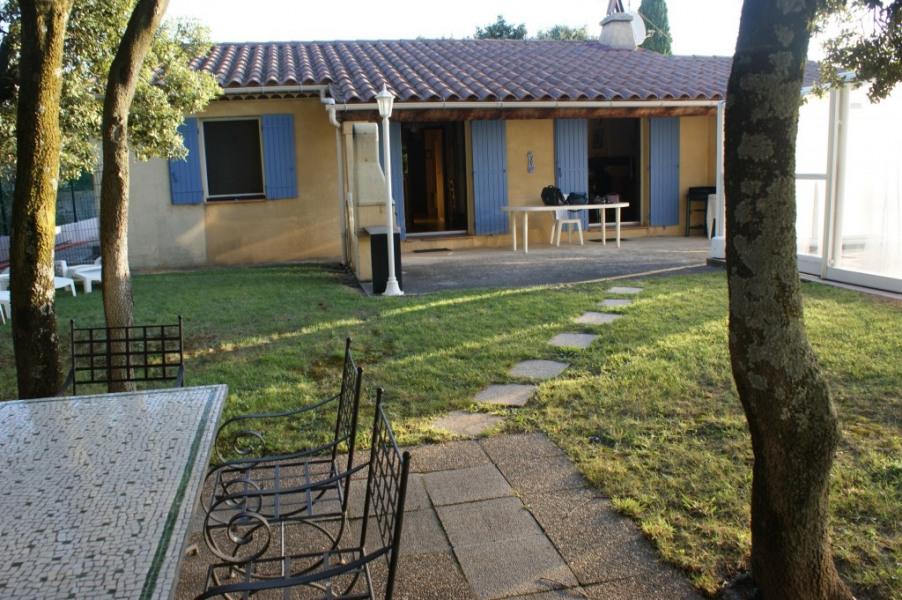 La maison avec ses 2 terrasses : la 1ère au solei...l