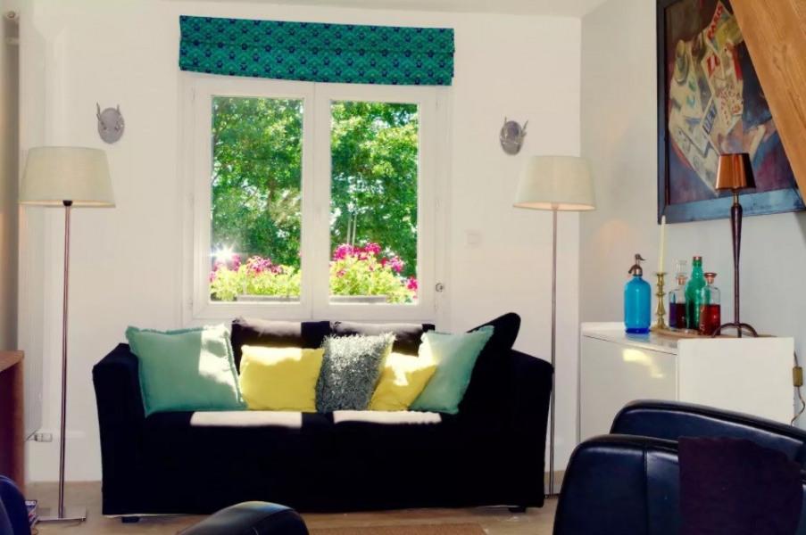 salon avec canapé et deux fauteuils
