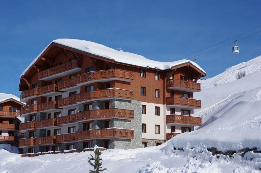 La résidence Les chalets de l'Adonis constituée de 2 gros chalets dans le quartier des Bruyères à 1850 m d'altitude e...