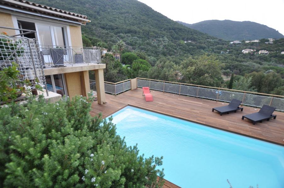 Grande Villa de standing récente de 190 m2 avec piscine neuve pour 10 personnes  avec vue panoramique.