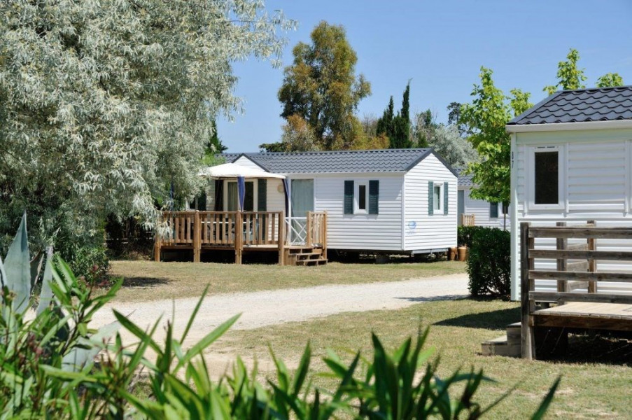 Camping les Fontaines, 160 emplacements, 105 locatifs