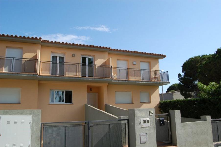 MIQUEL ÀNGEL : Moderne maison mitoyenne, style contemporain, près des plages de Sant Martí
