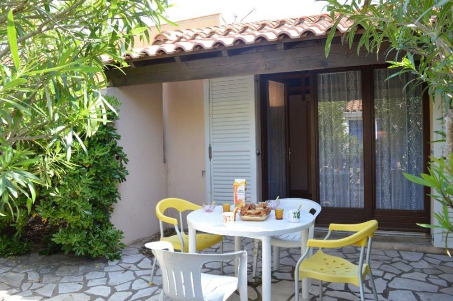 Saint Pierre la Mer (11) - Quartier de la vigie - Résidence Santa Marina. Pavillon 2 pièces mezzanine - 30 m² environ...