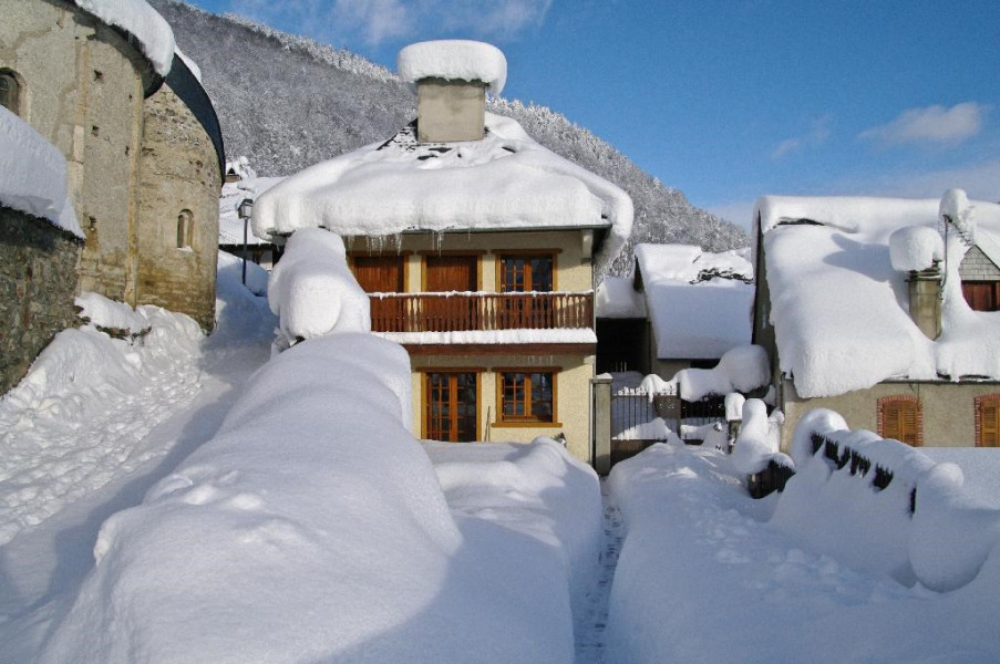 Gite les Sureaux, la maison avec 1m de neige, faça