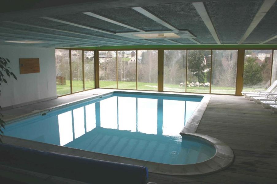 piscine, jacuzzi à droite