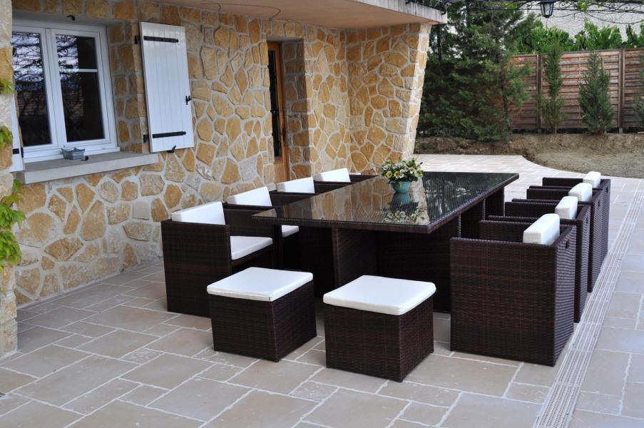 Salon résine haut de gamme en terrasse