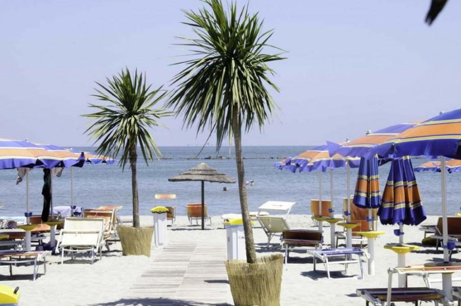MH 3 chambres 6 places 30 m² climatisé terrasse intégrée. Le soleil d'Italie, la plage de sable fin de l'Adriatique, ...