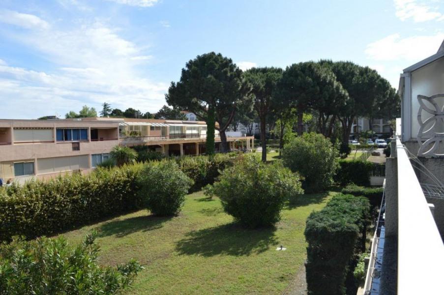 Appartement studio avec cabine de 20 m² environ pour 4 personnes situé à 400 m de la plage, dans le quartier calme et...