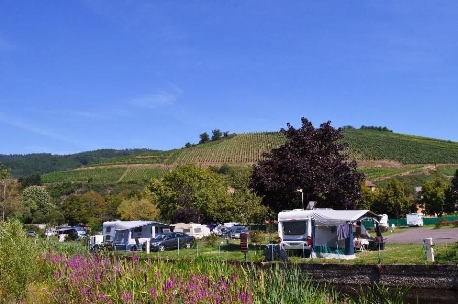 Camping Le Médiéval, 110 emplacements, 16 locatifs
