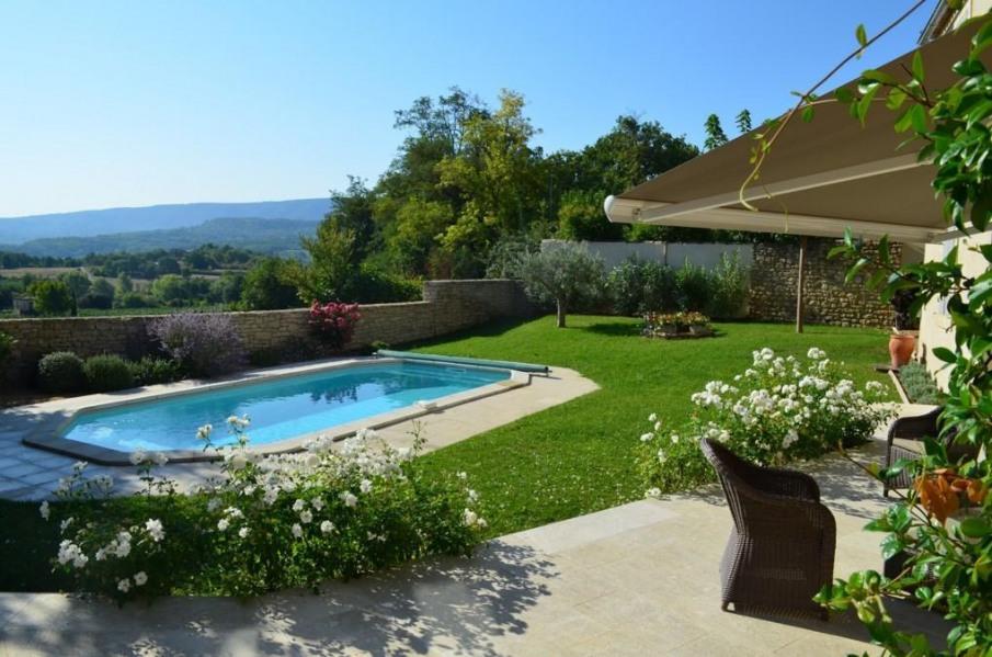 Luberon : Goult , Maison de village, 8 personnes, 4 chambres, 4 sdb, piscine, vue 180 degré, cuisine d'été