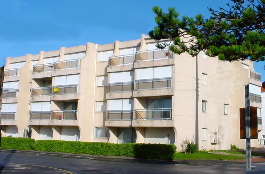Location vacances Camiers -  Appartement - 4 personnes - Salon de jardin - Photo N° 1