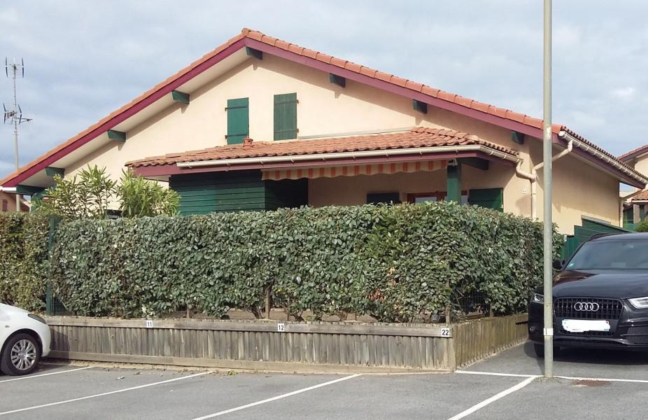 Appartement villa patio pour 4 personnes avec parking privé. Composé d'une pièce de vie avec cuisine( lave linge, lave v