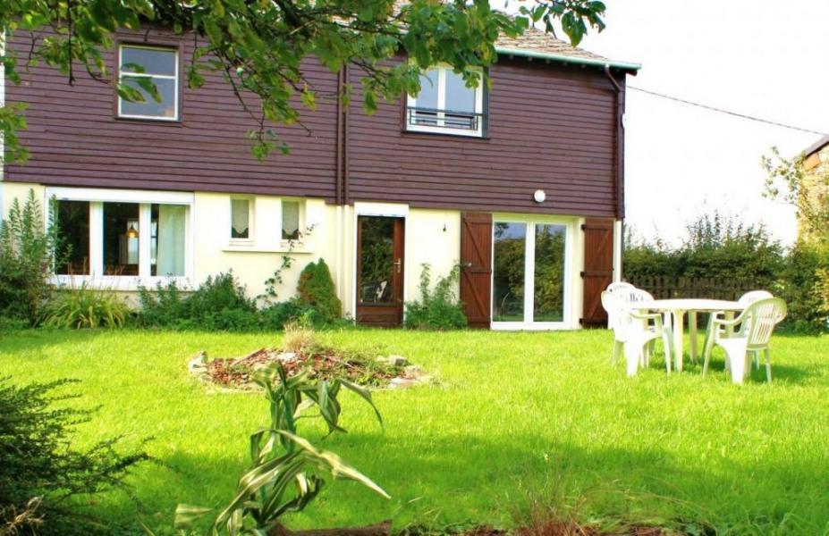 Gîte n°328 à Rocroi - à 25 Km de Charleville-Mézières. Maison semi-mitoyenne à 2,5 km du village.