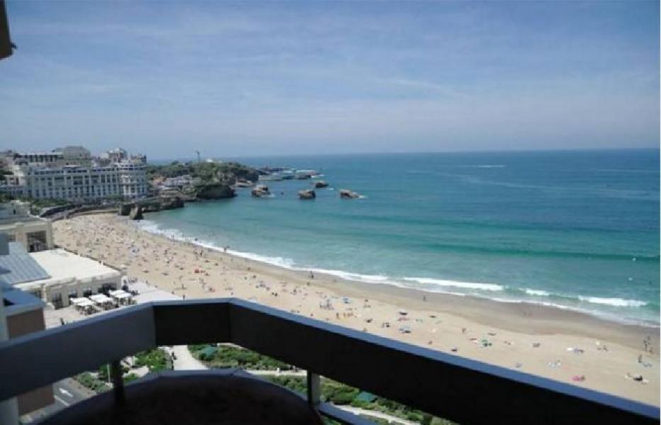Appartement vue mer spectaculaire Biarritz centre.terrasse, Parking piscine et wifi.