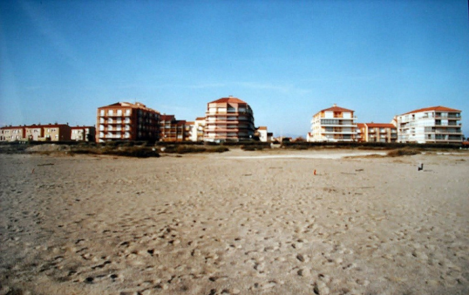 en bordure de la plage