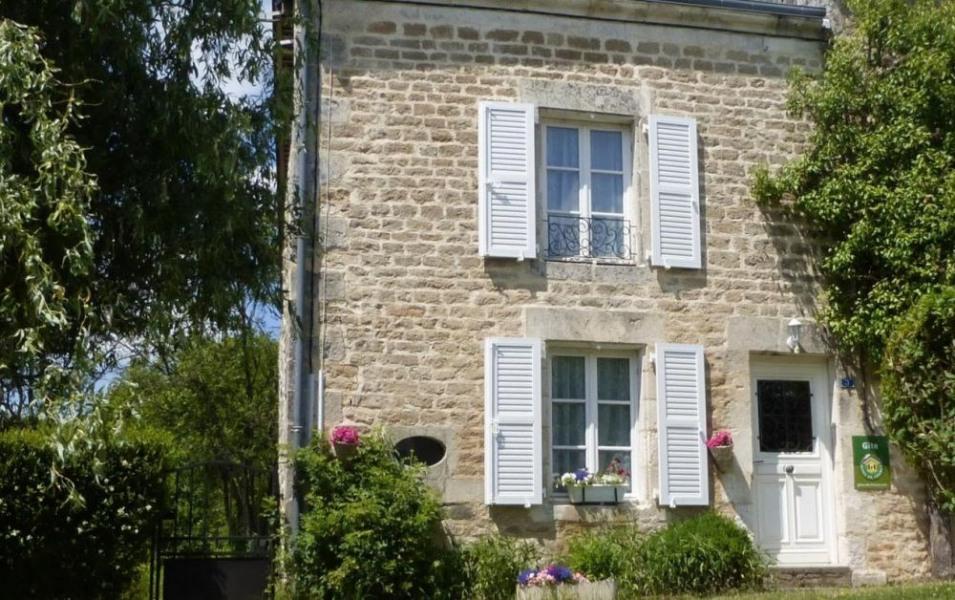 Gîte La Beuquette à Jandun - à 20 Km de Charleville-Mézières Maison semi-mitoyenne à la maison du propriétaire dans p...