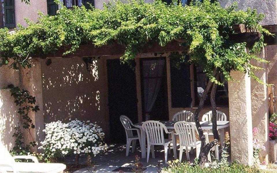 Sur une exploitation oléicole à proximité de 2 autres gîtes et d'une chambre d'hôtes, terrasse, t...