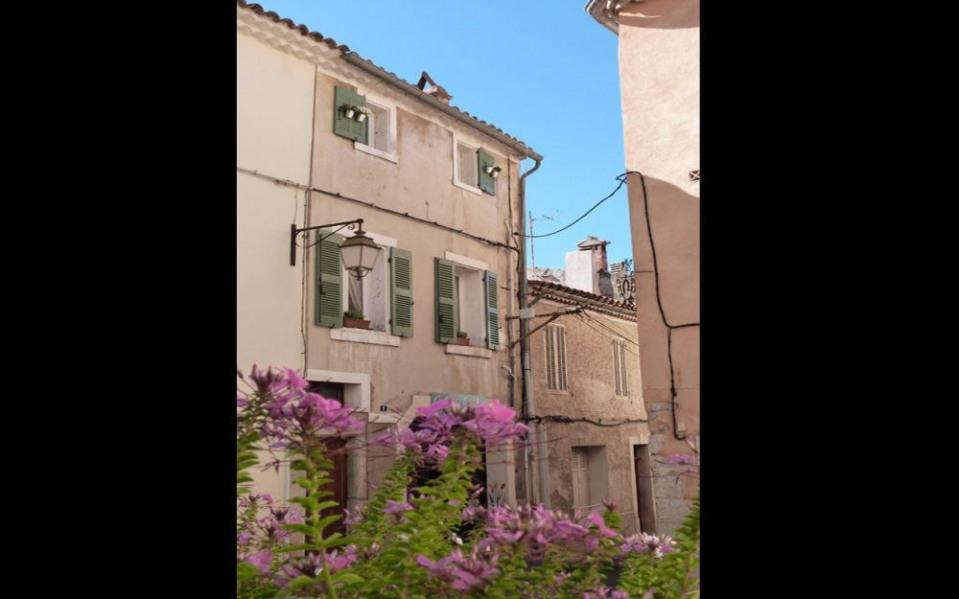 Gîtes de France Au coeur du village proche mer.