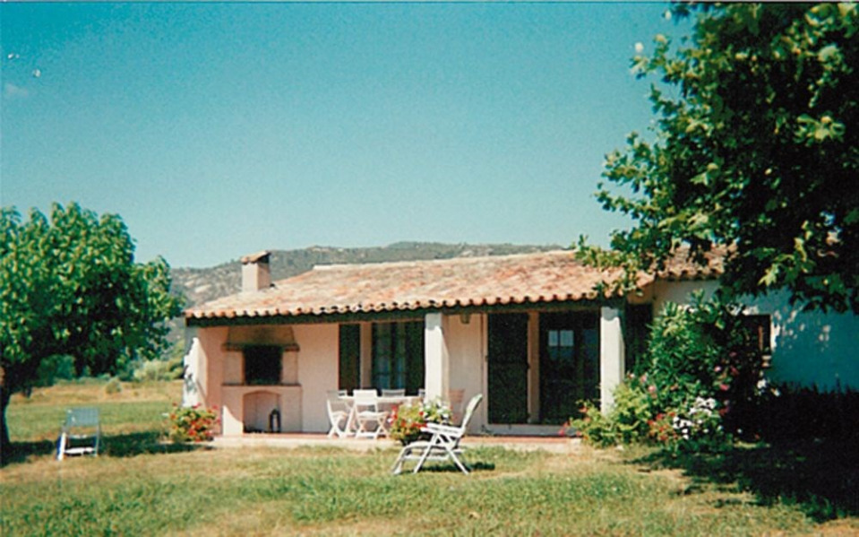 Mas provençal individuel, sur une propriété de 3 hectares, en campagne au calme.