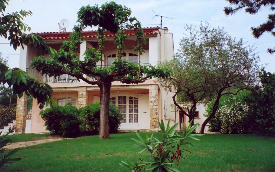 Les Pieds Jauffrets - Sur les hauteurs du village, dans un cadre agréable, au calme, maison contemporaine avec terrai...